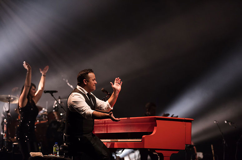 Christian Marc Gendron presents Piano Man Experience