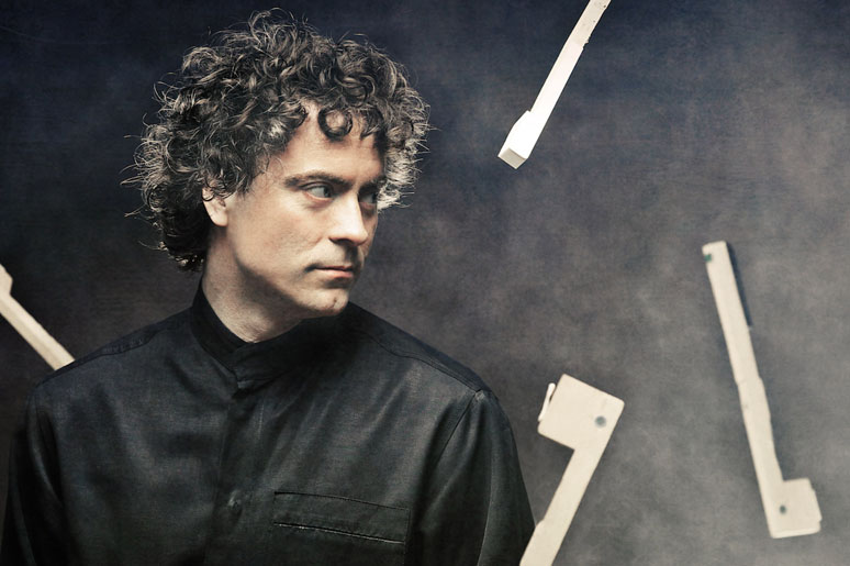 Paul Lewis plays Mozart
