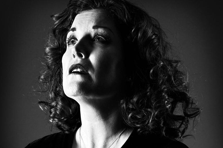Katee Julien chante Édith Piaf