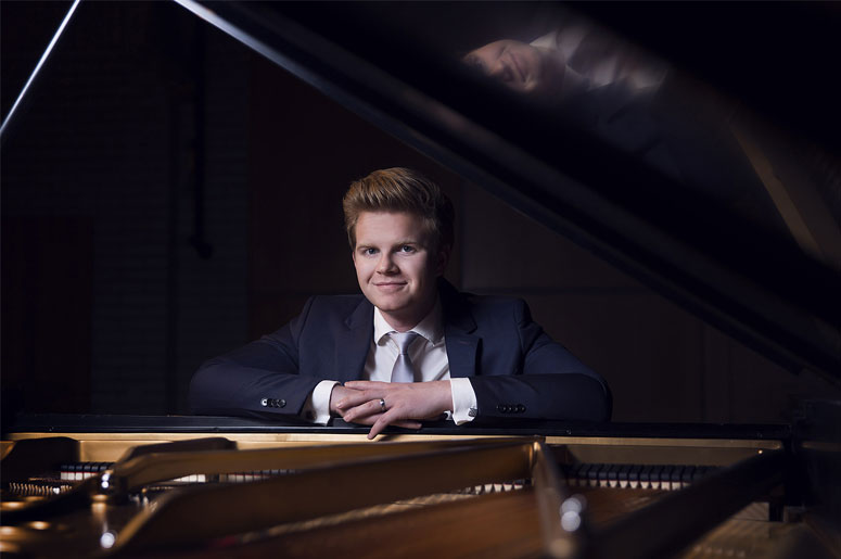 Classical Spree - Chopin, Poulenc and Ravel with Carter Johnson
