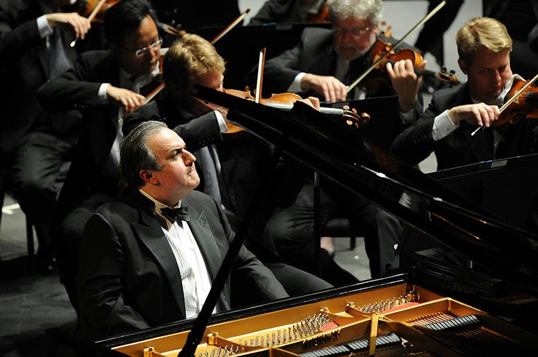 Yefim Bronfman performs Mozart