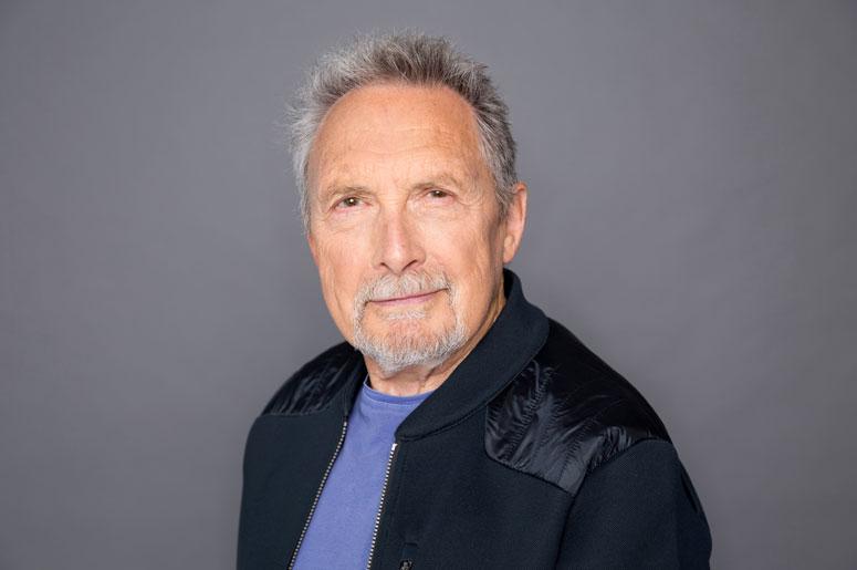Jacques Michel - Tenir